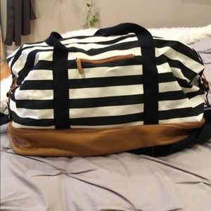 Small duffle with shoe compartment